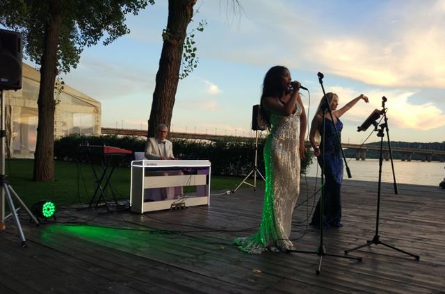 Музыканты на свадьбу в Киеве - кавер группа Локо Лэдис