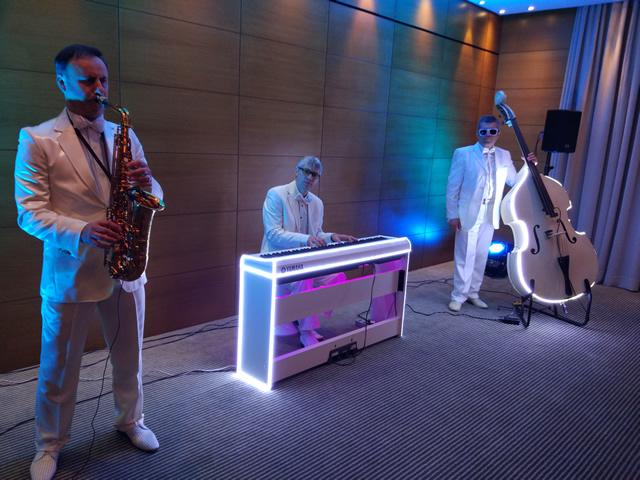Музыкальная джазовая группа на свадьбу, праздник в Киеве