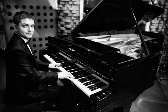 Лучшие пианисты Киева на корпоратив, праздник, юбилей, вечеринку, день рождения