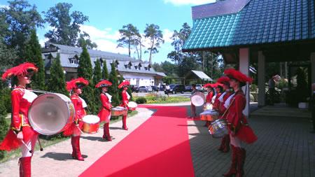 ансамбль барабанщиц на свадьбу в Киеве
